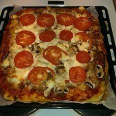 Vähähiilihydraattinen pitsa - Kotikokki.net - reseptit