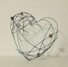 Cœur en fil de fer recuit et perles céramique : Accessoires de maison par de-fil-en-fer
