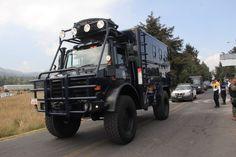 Operativo con vehículos policiacos y militares en el Ajusco