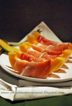 Jak trudno kupić u nas p r a w d z i w e g o melona! Jaka szkoda..! Te najlepsze smakują słońcem i latem. Schłodzone w lodówce, orzeźw... Teak, Carrots, Mango, Fruit, Vegetables, Food, Manga, Carrot, The Fruit