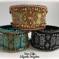 Mönster Sabine Lippert. #armband #smycken #pärlor #delicabeads #peyotestitch #handgjordasmycken #handgjort #bracelets #bracelet #jewelry #handmade #beads #swarovski #swarovskicrystals #diy #beadedbracelets #miyuki #toho #bling #sabinelippert #trytobead #gorgeous #musthave #addictedtojewelry