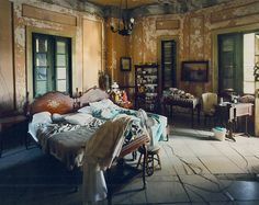 eclectic bedroom is all about finding that right balance between what you love. In this post we have a collection of 25 cool eclectic bedroom design ideas Bohemian Chic Decor, Bohemian Interior, Bohemian Bedrooms, Bohemian Style, Vintage Bohemian, Vintage Style, Bohemian Apartment, Rustic Bedrooms, Bohemian Gypsy