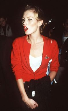 red cardigan+red lips. Cuantísimo le debo a este pequeño tandem...WWKMD (what would kate moss do)