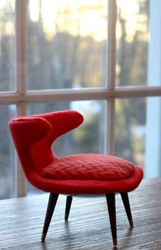 """""""Horn"""" chair in coral red. 1:6 scale"""