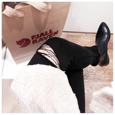 Nowspotkanie prasowe z @fjallraven#now #today #pressday #fjallraven #hanwag #brunton #primus #black #simple #casual #selfie #legs #polishblogger #fashionblogger #fashiondiaries #instagood #instadaily #instastyle #ootd #falltrends #positive #smile #details #instadaily #streetstyle by cam_myy