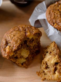 Apple Molasses Muffins - have to use the translate function for the recipe but the fam says it's worth it! Apple Recipes, Muffin Recipes, Baking Recipes, Bran Muffins, Breakfast Muffins, Healthy Deserts, Healthy Dessert Recipes, Healthy Eats, Healthy Foods