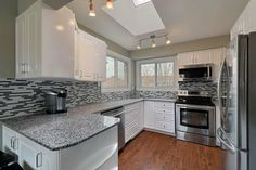 2983 Salerno Crescent in #Meadowvale - Renovated #Kitchen with Stainless Steel Appliances and Granite Counters - www.robkelly.ca