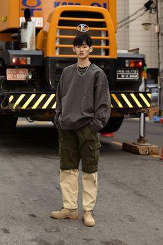 Aesthetic Fashion, Look Fashion, Asian Men Fashion, Mens Fashion, Korean Streetwear, Japanese Streetwear, Seoul Fashion, Japan Street Fashion, Smart Styles