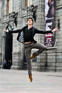 Javier Cacheiro of the Compañia Nacional de Danza México leaping about for photographer Carlos Quezada.