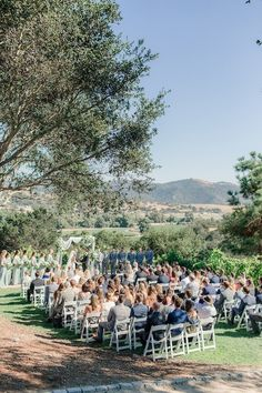 An Outdoor Wedding at The Casitas Estate - The Outside Bride Outdoor Wedding Venues, Wedding Catering, Outdoor Wedding Inspiration, Grace Loves Lace, What Is Life About, Wine Country, Real Weddings, Wedding Planning, How To Memorize Things