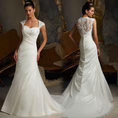 Hermoso vestido de novia con estilo corte de sirena y espectacular diseño en la espalda.