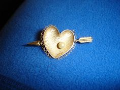 VINTAGE 1966 GOLD HEART ARROW PIN BROOCH