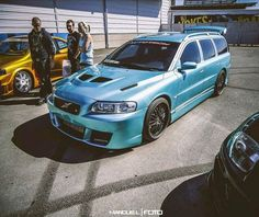 A well modified V70, looking very aggressive.