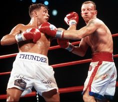 Micky Ward vs Arturo Gatti I May 2002 Light weight and middle weight were always more exciting to watch. Fight Night Boxing, Professional Boxing, Boxing Champions, Love Box, Sports Memes, Sports Figures, Boxing Workout, Judo, Kickboxing