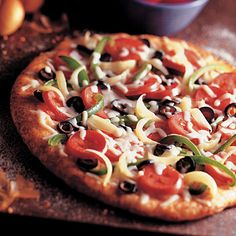 America's farmer owned brands. Mini veggie pizzas are great for lunches, snacks or appetizers at your next party. Pizza Recipes, Veggie Recipes, Vegetarian Recipes, Cooking Recipes, Vegetarian Lifestyle, Pizza Sides, Pizza Vegetariana, Veggie Pizza, Pizza Pizza