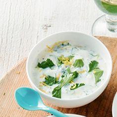 Met yoghurt als basis maak je deze citroen-korianderdip. #JumboSupermarkten #barbecue #bbq