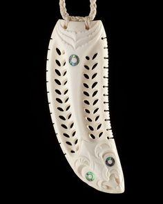 Rei Puta • Whale Tooth Pendant by David Taylor, Māori artist (K101102)