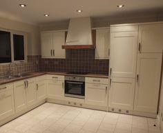Brown Kitchens, Inside Outside, Kitchen Cupboards, Colour Schemes, Homemaking, Kitchen Design, Layout, Modern, Inspiration
