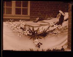 Sister Mary Ange at the Lisieux Carmel Sainte Therese De Lisieux, Pope Pius Xi, Post Mortem Pictures, Nuns Habits, Divine Mother, Catholic Saints, Memento Mori, All Saints, Madonna