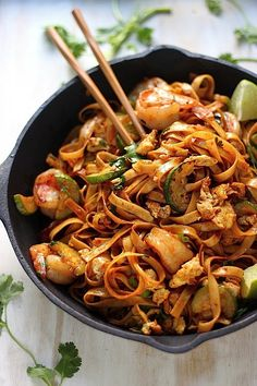 20-Minute Spicy Sriracha Shrimp and Zucchini Lo Mein #chinesenewyear