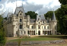 Chateau de Salvert – Gites is located in Neuillé and is set in a neo-Gothic chateau that was built between the and centuries. Beautiful Castles, Beautiful Places, Bed And Breakfast, Old Country Houses, Small Castles, Southern Mansions, French Exterior, Mediterranean Style Homes, Grand Homes