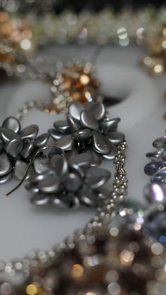 Swarovski, Schmuck Design, Elegant, Beaded Jewelry, Pearl Decorations, Unique, Nice Asses, Dapper Gentleman, Bead Jewelry