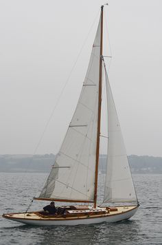 """Glendhu"" sailing - Glendhu is a rather unusual Glen Class yacht with a extension of her counter. Great to find another Mylne yacht ! Sailing Girl, Sailing Outfit, Sailing Ships, Sailing Boat, Sailing Knots, Sailing Dinghy, Classic Sailing, Classic Yachts, Boat Drawing"