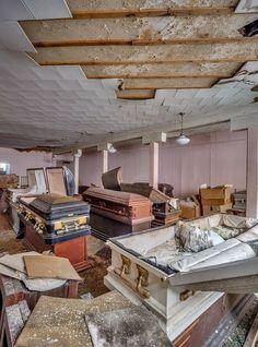 Moulton & Kyle Funeral Home - Ryan Stone - Metro Jacksonville Old Abandoned Buildings, Abandoned Property, Abandoned Asylums, Old Buildings, Abandoned Places, Creepy History, Abandoned Hospital, Haunted Places, Casket