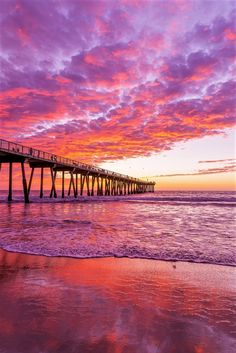 Hermosa Beach pier sunset was seen in Los Angeles County, California, USA Sunset Pictures, Beach Pictures, Pretty Pictures, Sunset Images, Beach Images, Sky Aesthetic, Purple Aesthetic, Pretty Sky, Beautiful Sunset