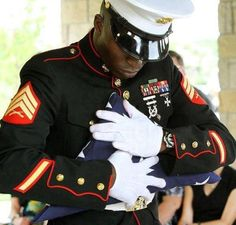 Love this photo! The way that you show respect for the fallen brother in wartime! This is old time respect and honor in America. Usmc, Marines, Marine Mom, Marine Corps, My Champion, Support Our Troops, Fallen Heroes, Military Life, Military Quotes