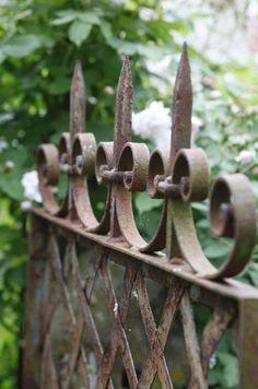 gartentore holz rustikal blumen garten gestalten | ideen rund ums, Gartenarbeit ideen