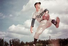 Pitcher Billy Loes winds up while pitching for the Dodgers, circa 1950.