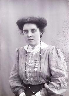The time suffragette Theresa Garnett horsewhipped Winston Churchill / -Theresa Garnett in 1909