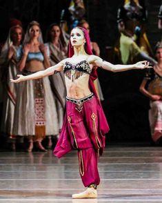 "<<Maria Khoreva (Mariinsky Ballet) as Nikiya in ""La Bayadère"">> Tutu Costumes, Ballet Costumes, La Bayadere, Margot Fonteyn, Russian Ballet, Ballet Fashion, Dance Company, Fashion Design Sketches, Belly Dancers"