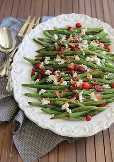 These green beans with cranberries, bacon and goat cheese are a healthy additi. These green beans Healthy Thanksgiving Recipes, Thanksgiving Side Dishes, Real Food Recipes, Cooking Recipes, Healthy Recipes, Bacon Recipes, Side Dish Recipes, Vegetable Recipes, Green Beans With Cranberries
