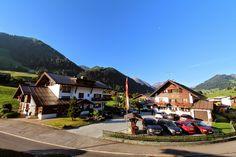 Gatterhof in Riezlern Kleinwalsertal #Vorarlberg #Austria Österreich Cabin, House Styles, Decor, Patio, Double Room, Places, Decoration, Cabins, Cottage