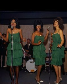 December 06 2016 at 11:29AM from heaveninawildflower Little Shop Of Horrors Costume, 1960s Fashion, Vintage Fashion, Diana Ross Supremes, Mary Wilson, Pleasing People, Soul Artists, Vintage Black Glamour, Old School Music