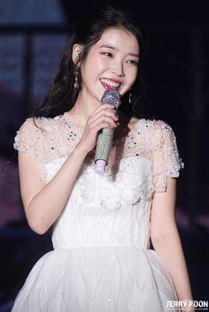 Girl Celebrities, Korean Celebrities, White Gowns, White Dress, Korean Drama List, Iu Fashion, Stage Outfits, Best Model, Korean Actresses