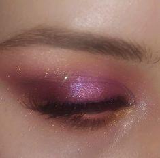 Attractive and Beautiful Glitter Eye Makeup Source by alenaphotoshopcore makeup eyeliner Makeup Eye Looks, Eye Makeup Art, Cute Makeup, Pretty Makeup, Eyeshadow Makeup, Makeup Eyes, Eyebrow Makeup, Gorgeous Makeup, Make Up Concealer