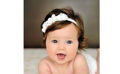 Uma tiarinha enfeitada toda branca também é uma opção. De Etsy. Foto: Pinterest/Aliyah Epperson