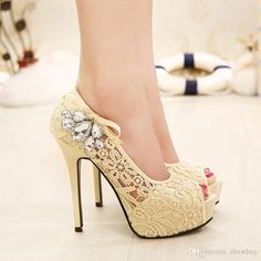 Mira estos nuevos modelos de zapatos de tacones altos encolores pasteles  que están de moda c97ca53aa034