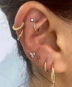 Jewelry Tattoo, Ear Jewelry, Cute Jewelry, Body Jewelry, Jewlery, Jewelry Accessories, Pretty Ear Piercings, Ear Peircings, Helix Ear Piercing