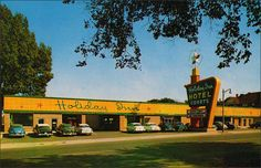 Holiday Inn was the nation's first motel chain and was founded in Memphis by Kemmons Wilson This is the first Holiday Inn, built in Its location was on Summer Avenue, which was then the main highway to Nashville. Kemmons Wilson sold his interest in Vintage Hotels, Vintage Travel, Vintage Ads, Memphis Tennessee, Tennessee Holiday, Hotel Motel, Googie, Vintage Holiday, The Good Old Days