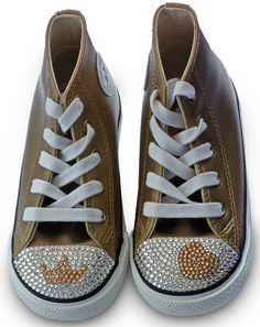Zapatillas / Deportivas #Converse Personalizadas y Decoradas con Cristales Rhinestone #swarovski.    Descubre el paso a paso para aprender a decorar tus zapatos. #DIY