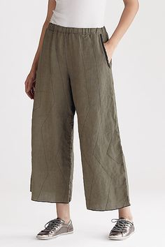 The stitching is quite nice. Sewing Pants, Sewing Clothes, Fashion Pants, Boho Fashion, Fashion Outfits, Cigratte Pants, Linen Dress Pattern, Linen Trousers, Clothing Patterns