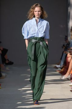 Salvatore Ferragamo Spring 2020 Ready-to-Wear Fashion Show - Vogue Fashion Mode, Fast Fashion, Fashion 2020, Look Fashion, Runway Fashion, Fashion Trends, Milan Fashion, Vogue Fashion, High Fashion