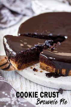 This Cookie Crust Brownie Pie is cookies and brownies combined. My favourite recipe for easy brownies encased in a chocolate chip cookie crust. #sugarsaltmagic #easybrownierecipe #brookies #brookiepie #easybrownies #cookiesandbrownies #browniepie #chocolatefudgesauce #chocolatechipcookies