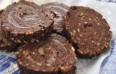 Ρολό σοκολάτας με πραλίνα φουντουκιού στο ψυγείο
