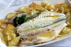 Quick and easy baked seabass, the recipe for baked fish that will always suit you - Recipes Cook Pad, Fish Recipes, Healthy Recipes, I Want Food, Deli Food, Dinner Bowls, Spanish Dishes, Good Food, Yummy Food