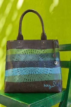 Questa borsa della nuova collezione Desigual deve essere mia! E i saldi sono ancora così lontani... :-(